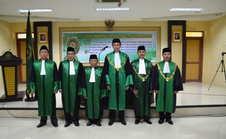 KPTA Padang lantik 3 tiga orang Hakim Tinggi dan Wakil Ketua PA Padang dan Ketua PA Payakumbuh