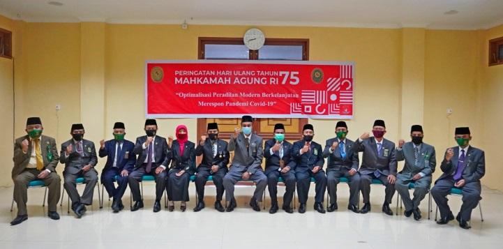 PTA Padang Mengikuti Upacara Peringatan HUT Mahkamah Agung Ke-75 Secara Daring