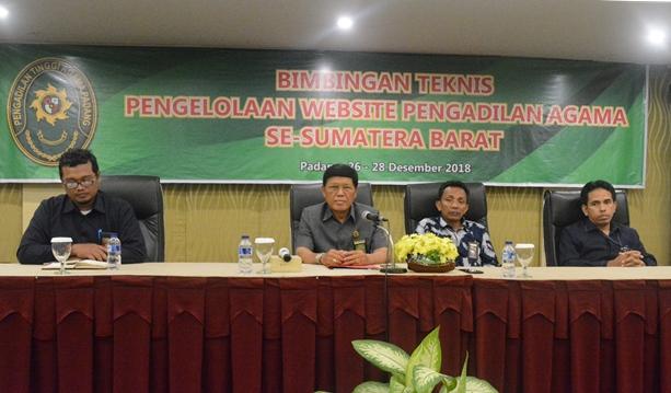 Wakil Ketua Pengadilan Tingggi Agama Padang membuka Bimbingan Teknis Pengelolaan Website Pengadilan Agama se Wilayah Pengadilan Tinggi Agama Padang