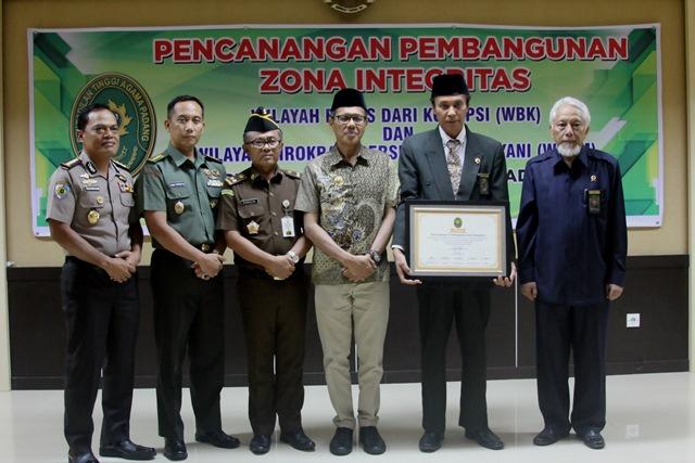 Pencanangan Zona Integritas PTA Padang Menuju WBK dan WBBM