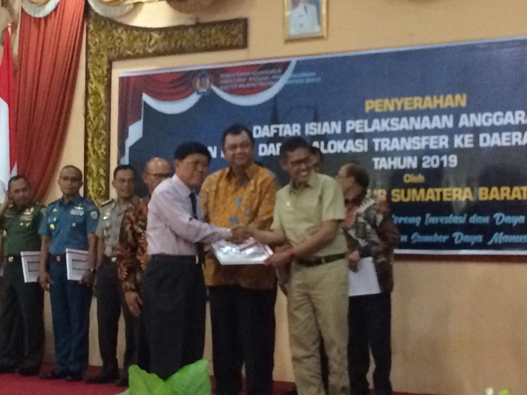 Penerimaan dan Penyerahan DIPA 2019  Pengadilan Tinggi Agama Padang