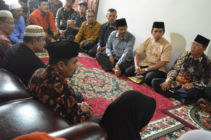 Takziah ke Rumah Duka Drs. H. Rijal Mahdi, M.HI Hakim Tinggi Pengadilan Tinggi Agama Bangka Belitung